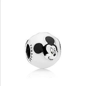 Disney, Expressive Mickey Charm, White & Black En